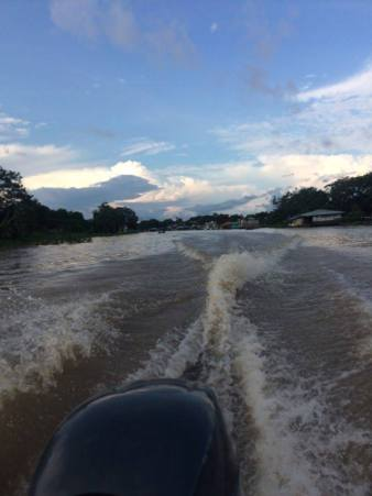 Going from Leticia in Colombia to Peru by boat to Santa Rosa